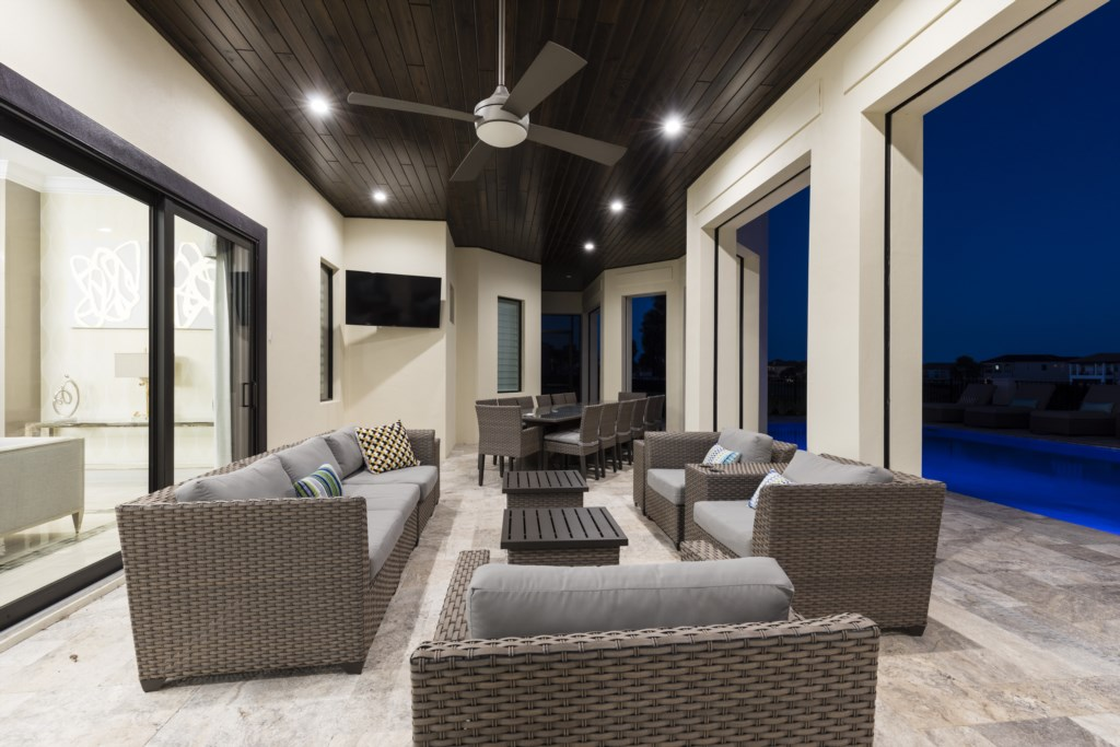 Lanai Twilight Dining Area and Seating - Captain's Chair - 9 Bedroom - Luxury Orlando Vacation Home - Homes4uu
