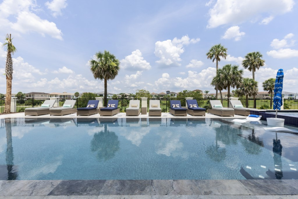Large Pool With Golf Course View - Captain's Chair - 9 Bedroom - Spectacular Destination With a Star Trek Theater Entertainment Center Vacation Home - Homes4uu