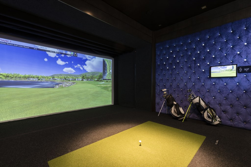 Virtual Golf Game with Balls - Maui - 9 Bedroom Themed Orlando Vacation Home - Homes4uu