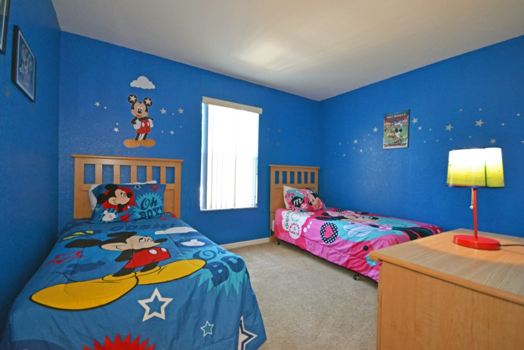 Bedroom 4 - Mickey Themed Two Twin Beds Street Entrance - Calabria Villa - 4 Bedroom Orlando Area Townhouse - Homes4uu