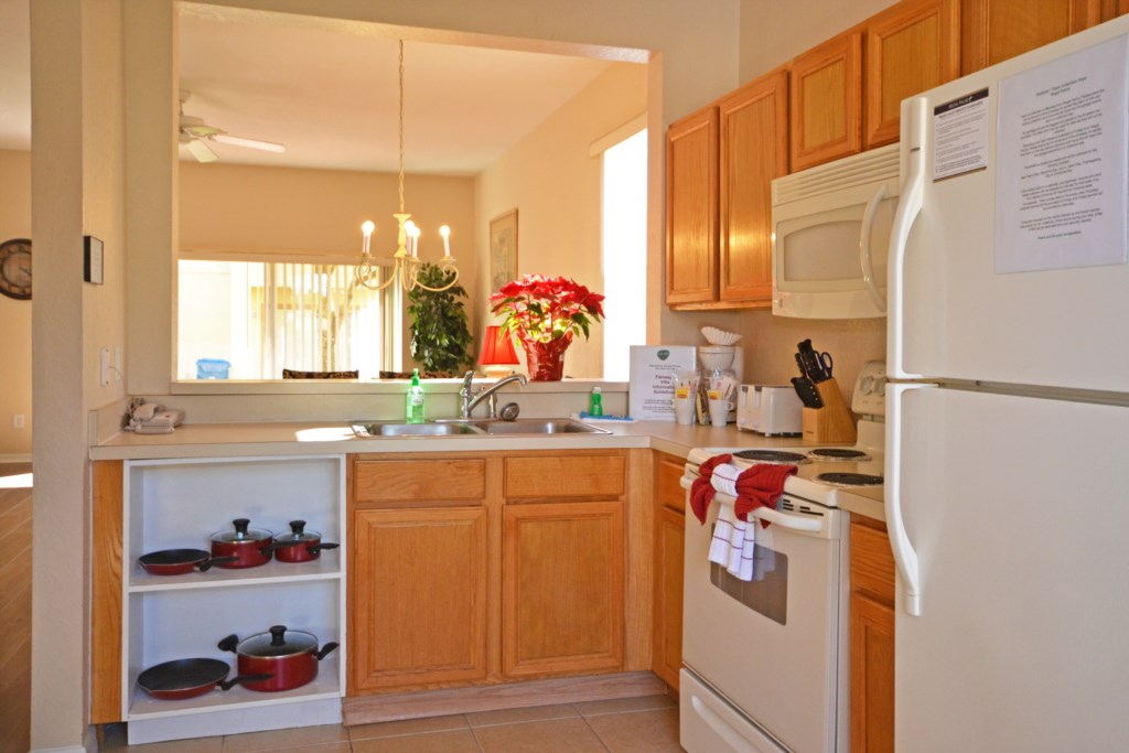 Kitchen Fully Equipped - Calabria Villa - 4 Bedroom Orlando Area Townhouse - Homes4uu