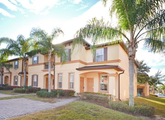 Street Entrance - Calabria Villa - 4 Bedroom Orlando Area Family Vacation Townhouse - Homes4uu