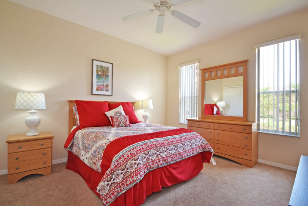 Bedroom -1 King Size Bed - Tequila Sunrise - 4 Bedroom Disney Area Vacation Home - Homes4uu