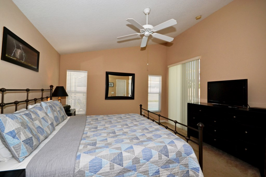 Bedroom - 1 - Master Suite with TV - Magical Memories - 4 Bedroom Disney Area Vacation Home - Homes4uu