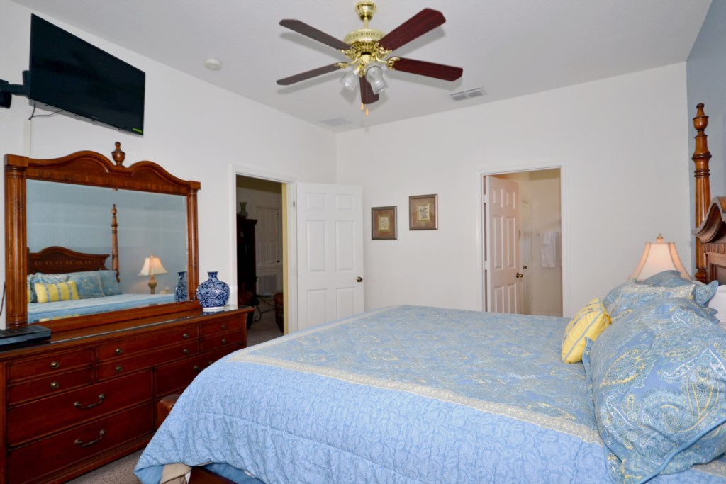 Bedroom 2 - Queen Size Bed - Chateau Soleil - 5 Bedroom - Disney Area Private Pool Home - Homes4uu