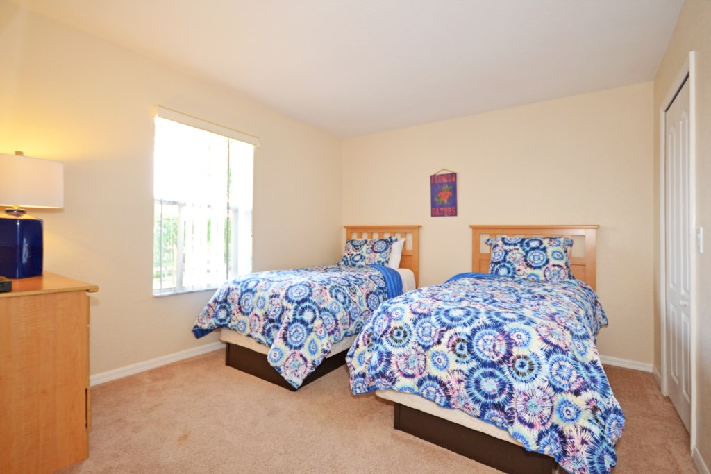 Bedroom -3 Two Twin Beds - Tequila Sunrise - 4 Bedroom Disney Area Vacation Home - Homes4uu