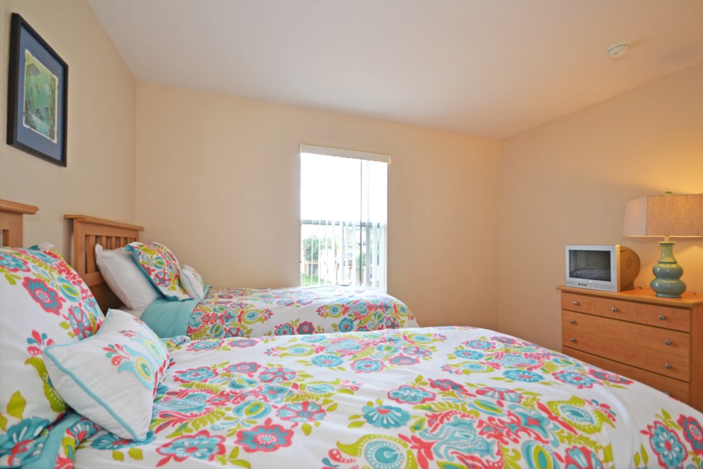 Bedroom -4 Twin Beds with TV - Tequila Sunrise - 4 Bedroom Disney Area Vacation Home - Homes4uu