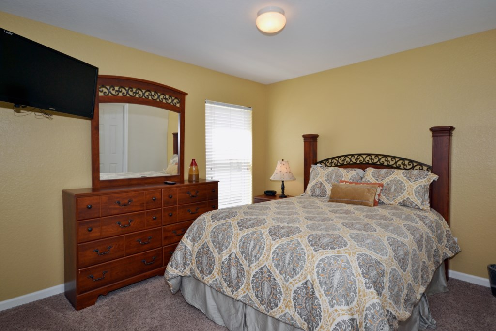 Bedroom 5 - Queen Size Bed - Chateau Soleil - 5 Bedroom - Disney Area Private Pool Home - Homes4uu