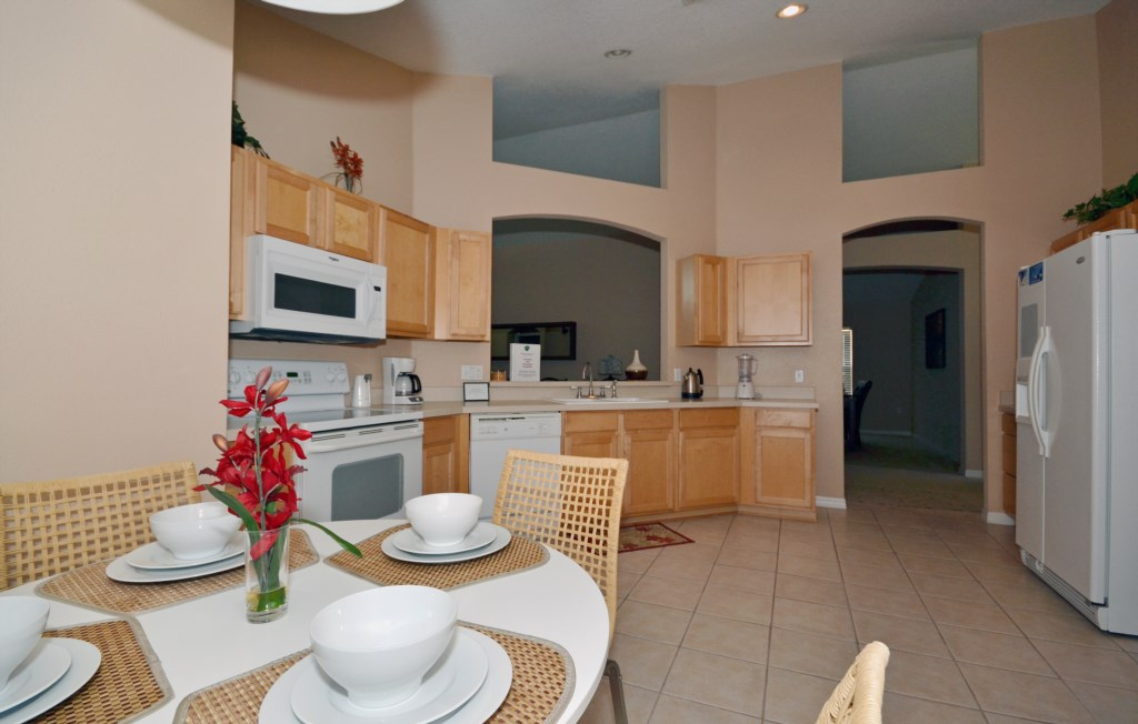 Kitchen - Magical Memories - 4 Bedroom Disney Area Vacation Home - Homes4uu