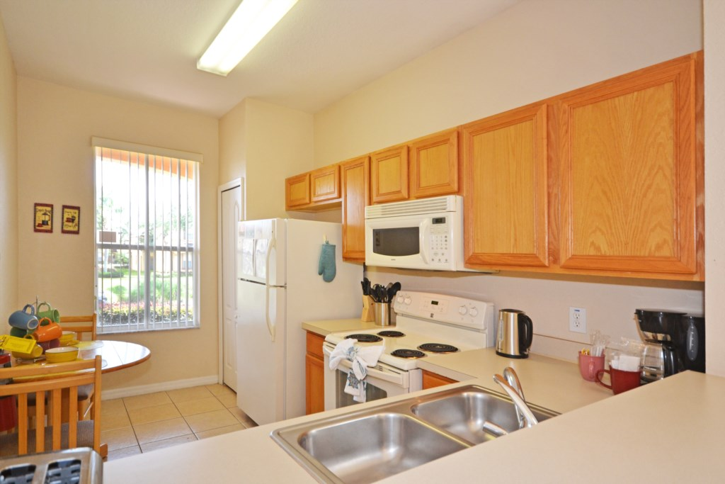 Kitchen - Tequila Sunrise - 4 Bedroom Disney Area Vacation Home - Homes4uu