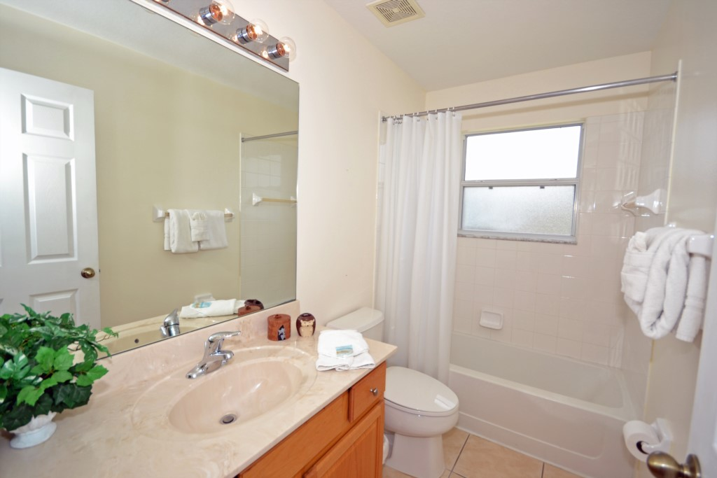 Shared Bathroom - St. Kitts - 6 Bedroom - Disney Area Family Vacation Home With Private Pool - Homes4uu