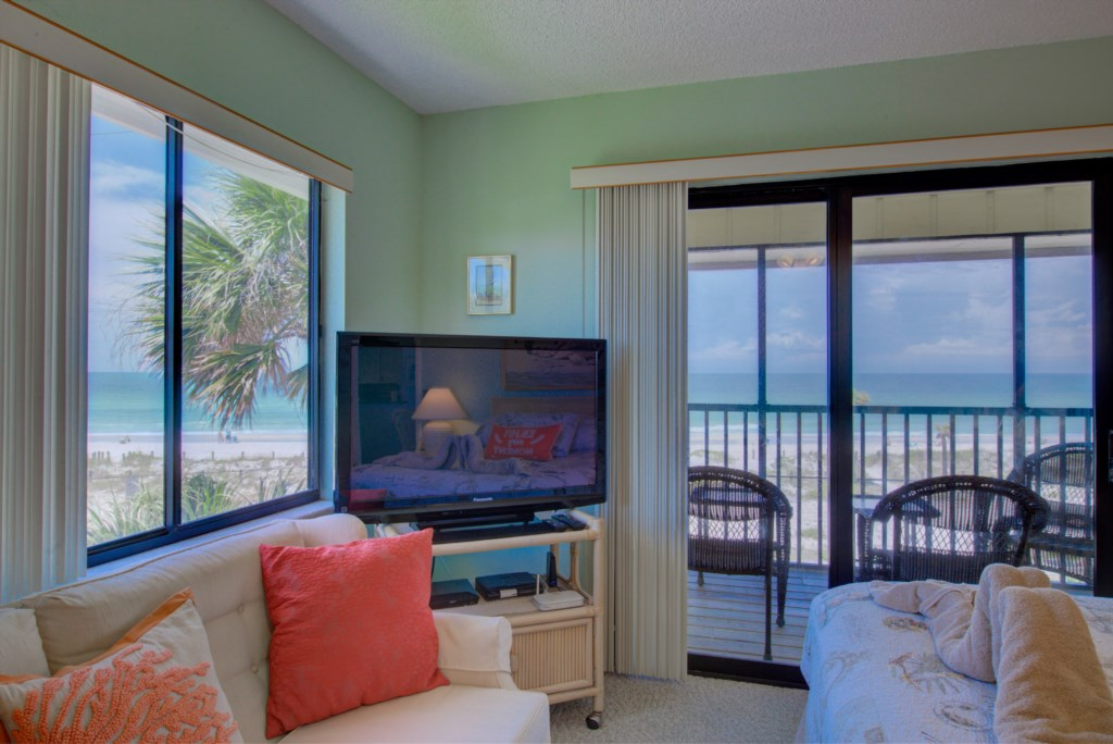 Bedroom - 1 - Master Suite With Private Balcony Overlooking Beach front - Kitten Paw - 2 Bedroom Condo - Anna Maria Island Beach Vacation Condo - Homes4uu