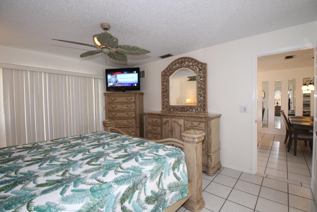 Bedroom - 1 - Master Suite king size bed - Perrywinkle - 2 Bedroom Condo - Anna Maria Island Beach vacation Home - Homes4uu