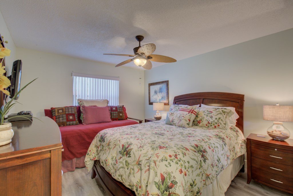 Bedroom - 2 - Queen Size Bed And Twin Bed - Moon Snail - 2 Bedroom Anna Maria Island Vacation Condo - Homes4uu