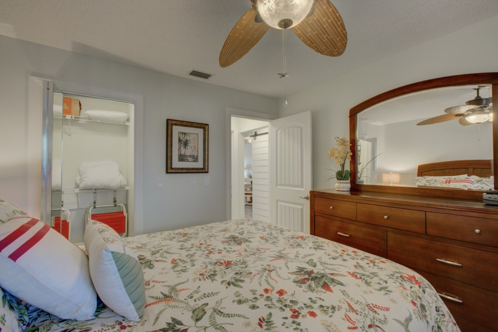 Bedroom - 2 - With Queen Size Bed and Twin With Flat screen TV - Moon Snail - 2 Bedroom Anna Maria Island Vacation Condo - Homes4uu
