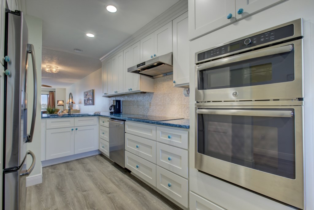 Kitchen Granite Tops and New Stainless Steel Appliences - Moon Snail - Anna Maria Island 2 Bedroom Vacation Condo - Homes4uu