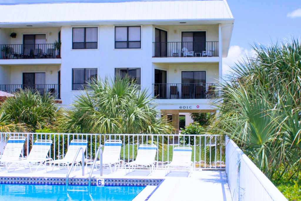 Pool With Lounge Chairs- Kitten Paw - 2 Bedroom Condo - Anna Maria Island Beach vacation Home - Homes4uu