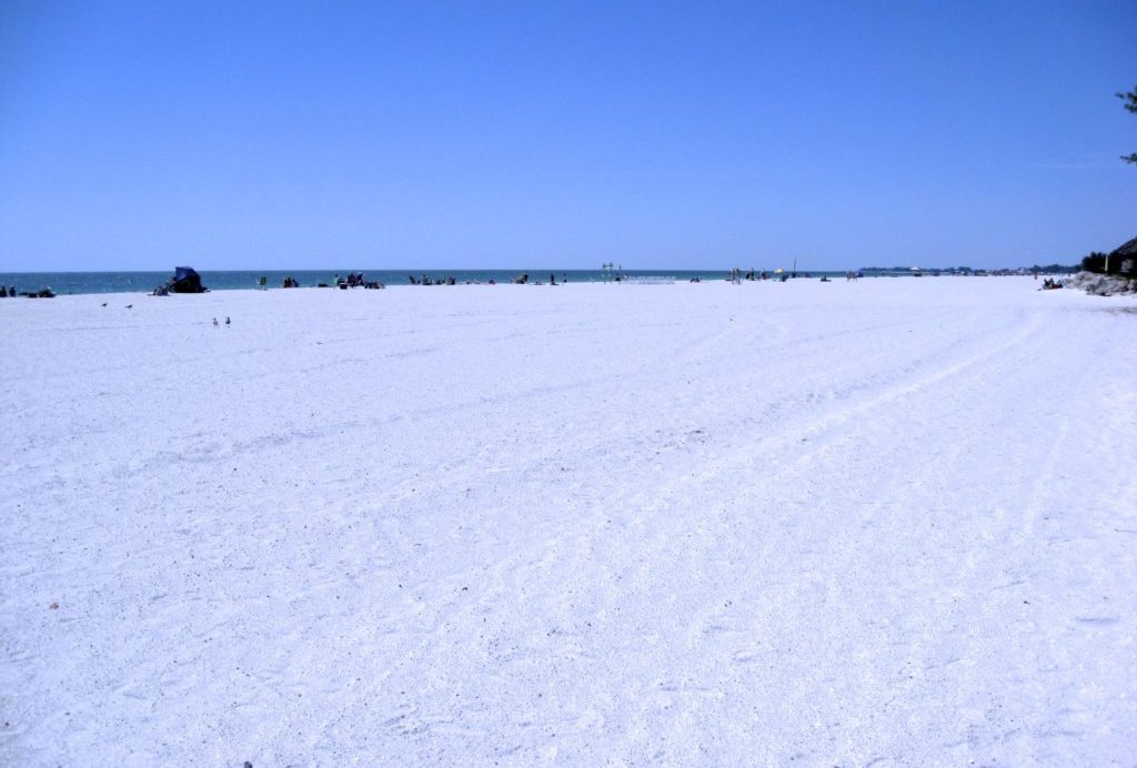 Sugar Sand Soft and White - Perrywinkle - 2 Bedroom Condo - Anna Maria Island Beach vacation Home - Homes4uu