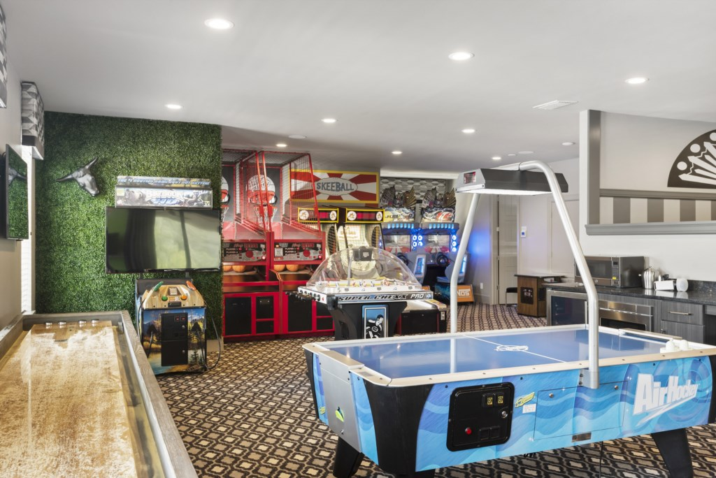 Arcade And Game Room - Pirate's Utopia - 10 Bedroom Disnay Area Custom MansionVacation Home - Homes4uu