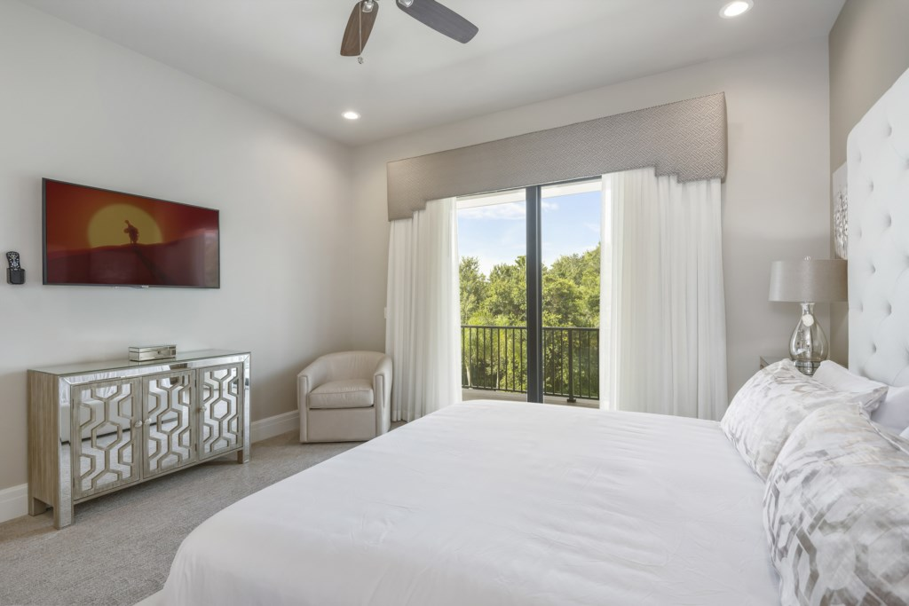 Bedroom - 10 King Bed With TV - Pirate's Utopia - 10 Bedroom Disnay Area Custom MansionVacation Home - Homes4uu