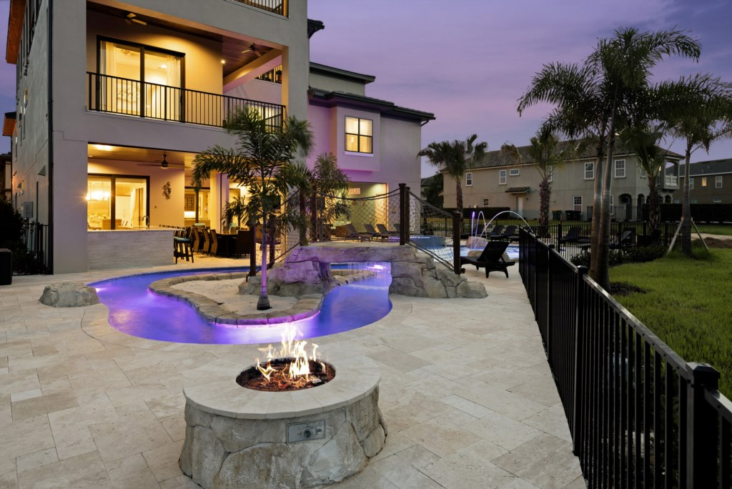 Fire Pit - Pirate's Utopia10 Bedroom Vacation Mansion- Homes4uu