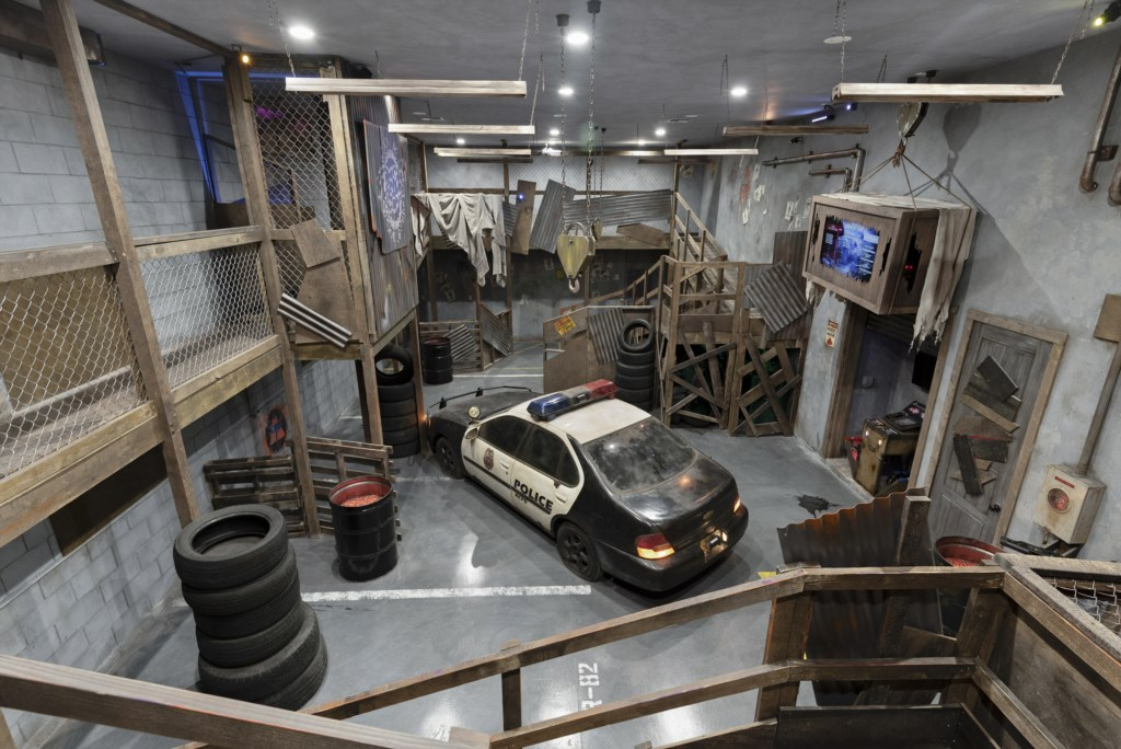 PaintBall Maze Room with a real Police car - Pirate's Utopia - 10 Bedroom Disnay Area Custom MansionVacation Home - Homes4uu