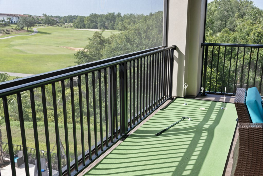 Putting Green with View of Champinship Golf Course - Pirate's Utopia - 10 Bedroom Disnay Area Custom MansionVacation Home - Homes4uu